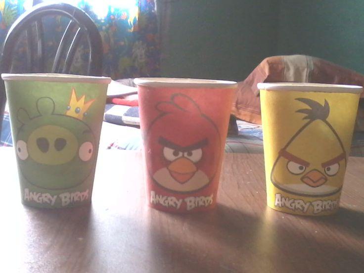 Son unos lindos vasos de angry birds para fiestas y para tomar jugo