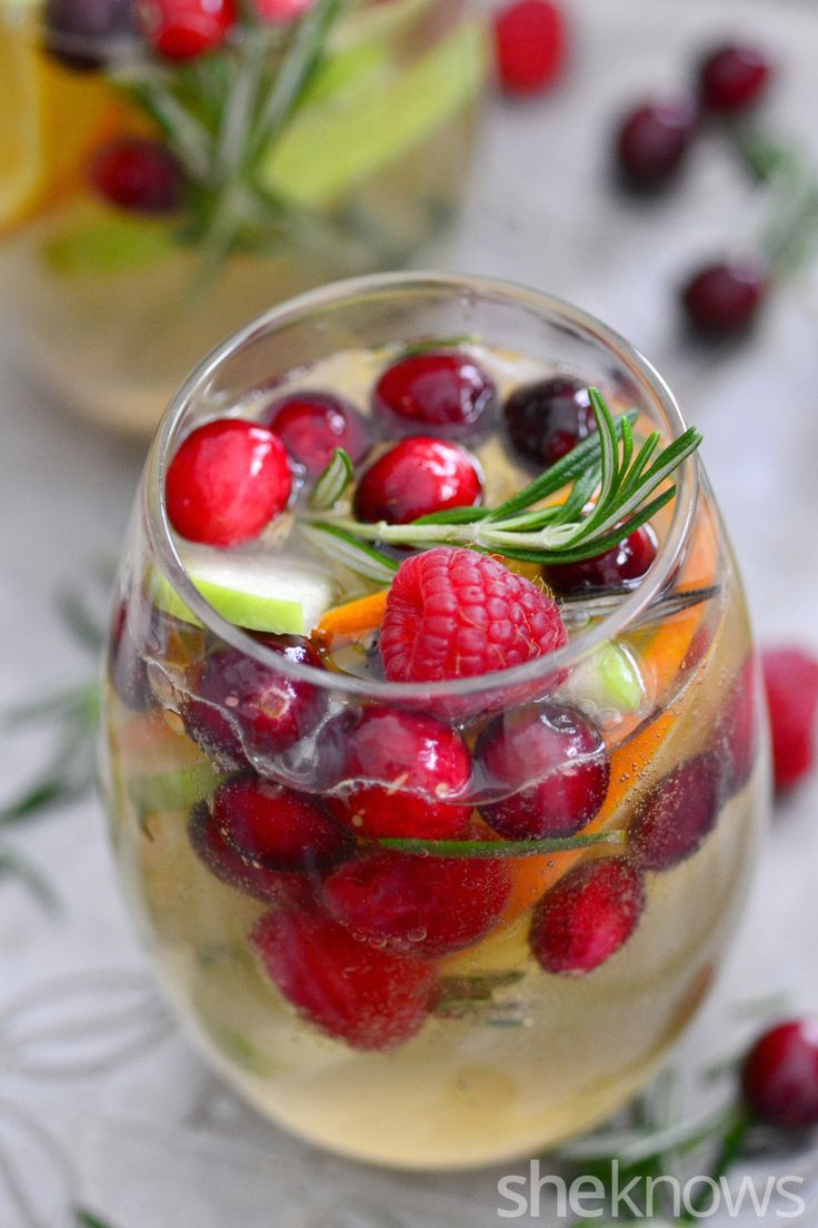 Celebrate the holidays with this beautiful Christmas white sangria cocktail