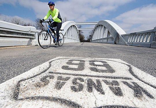 L'Adventure Cycling Association, la principale organizzazione statunitense di promozione del cicloturismo, ha mappato la mitica strada Route 66 per i viaggiatori in bicicletta. L'associazione ha impiegato quattro anni per portare a termine il lavoro: la compilazione di sei mappe che coprono tutti e otto gli stati attraversati da questo affascinante viaggio di 2500 miglia dal [&hellip