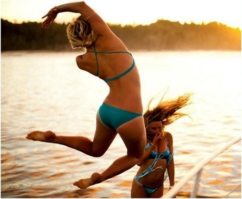 22-year-old Bethany Hamilton lost her arm due to shark attack when she was just 13. But that didn't stop her, now Bethany is the most famous one-armed surfer in the world.