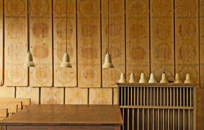 DIY: Wand van kaasplanken | Tips: http://www.jouwwoonidee.nl/kaasplanken/