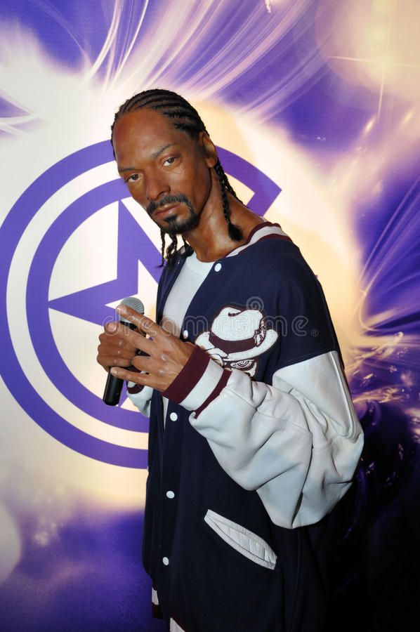 Snoop Dogg Wax Statue Of Snoop Dogg Hollywood Celebrity And Singer Image Take Sponsored Hollywood Celebrity Singer Sta Dogg Snoop Dogg Eminem Rap