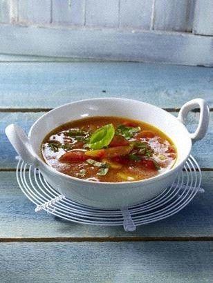 Das Rezept für Tomaten-Paprikasuppe mit Aprikosen und Basilikum und weitere kostenlose Rezepte auf LECKER.de