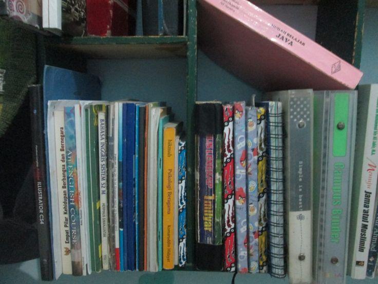 "Day#3 : ""Hoarding for years"". Ini sebagian buku kuliah yang terkumpul dari semester 1. Hft."