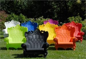 outdoor furniture By Moro-Pigatti: Idea, Outdoor Furniture, Color, Alice In Wonderland, Plastic Chairs, Outdoor Chairs, The Queen, Gardens Chairs, Lawn Chairs