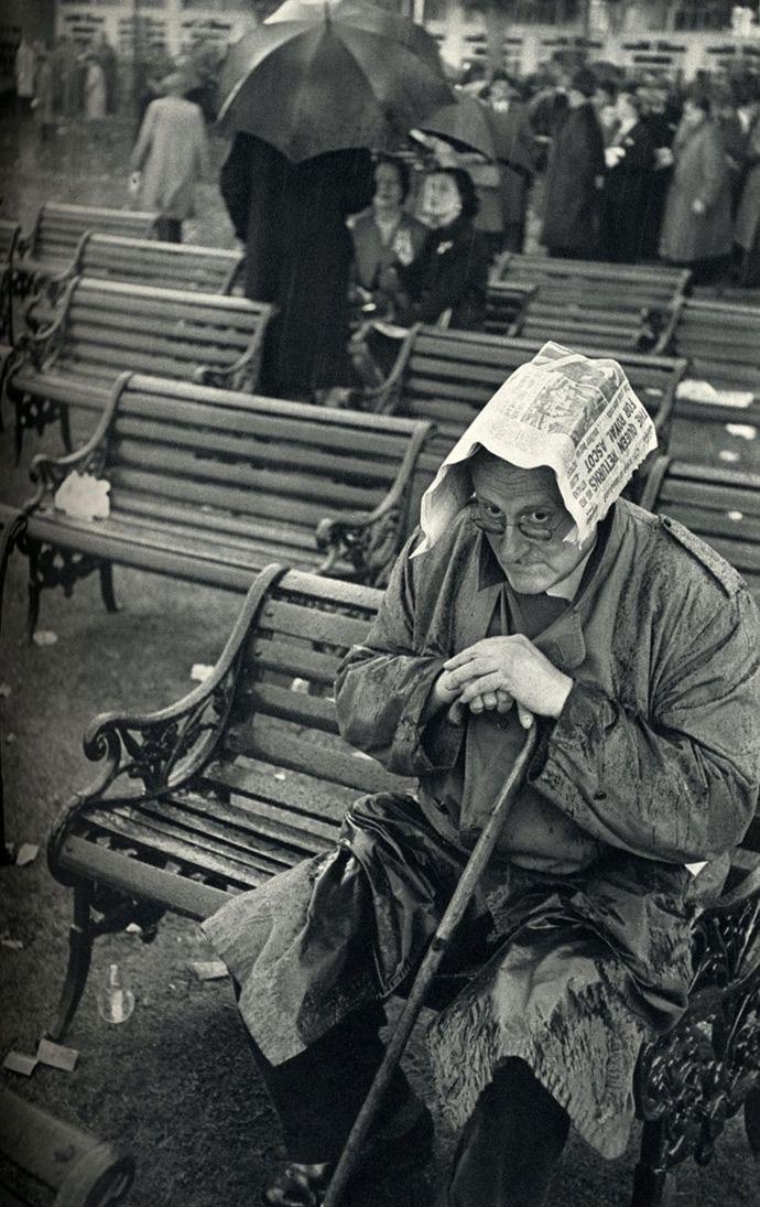 Solitary Dog Sculptor I: Photos - Fotos: Henri Cartier-Bresson - Part 2 - Link to Part 1 Bio data 19 photos