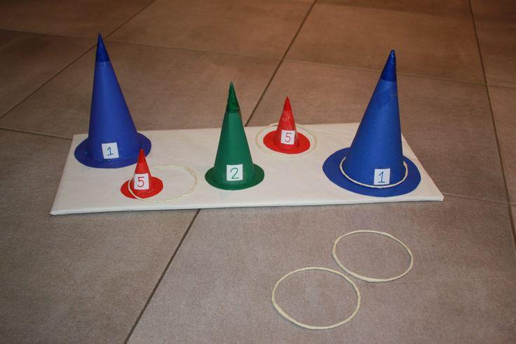 Jeu d'adresse pour enfant (anniversaire, fête ...) Lancer les anneaux sur les chapeaux rapportant le plus de point, qui y arrivera ?