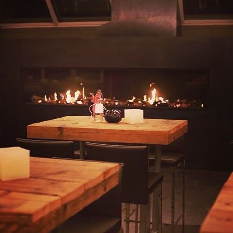 Pur Lokal brings catering into a new level! Amazing food with a custom Gala fireplace to make the most out of your evening. #verodesign #gala #pur #purcatering #catering #gasfire #gasfireplace #gashaard #fireplace #cheminee #swiss #chur #purlokal #interieurontwerp #interiordesign #architecturelovers #foodlovers #cosy #luxurylife #picoftheday #fire #flames #fireplacelove #interiorarchitecture #interiordesignideas #restaurant #craftsmanship #handmade