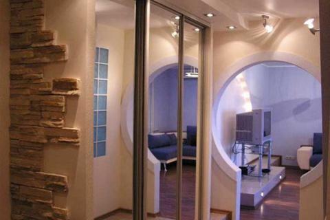 Зеркальный шкаф в прихожей хрущевки