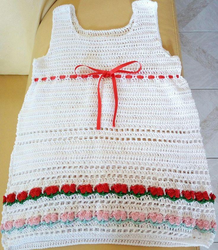 Vestitino bimba all' uncinetto con fiori e nastrino rosso