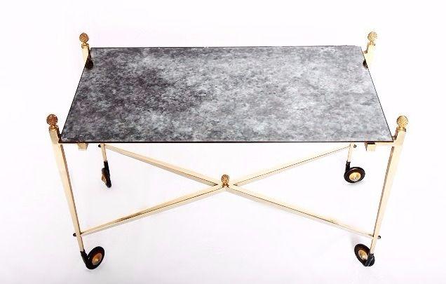 """Table basse en métal et en laiton, effet """"marbre"""". Design des années 60, dans l'esprit de la maison Jansen. Dispo sur www.armandetcolette.fr"""