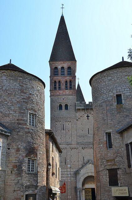 Tournus sa ne et loire abbaye saint philibert fa ade for Architecture romane