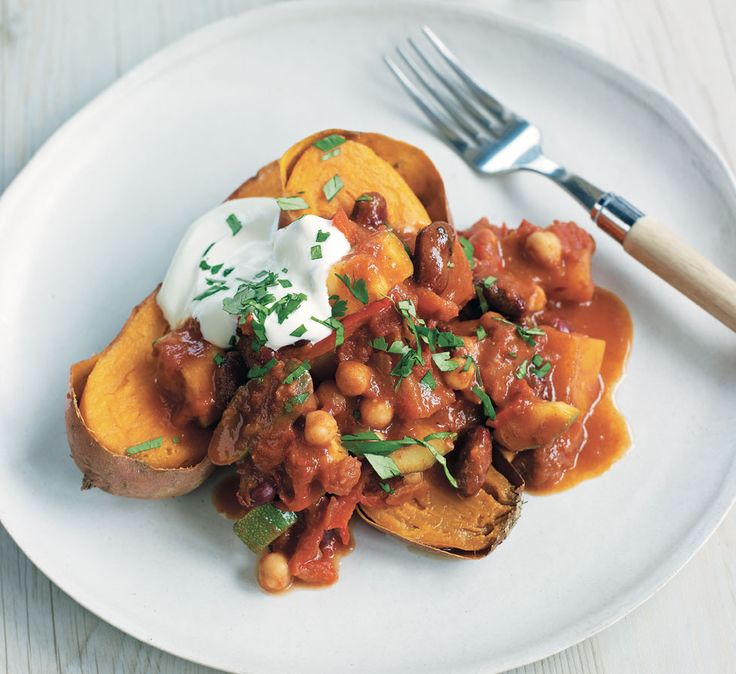 Baked sweet potatoes with veg chilli