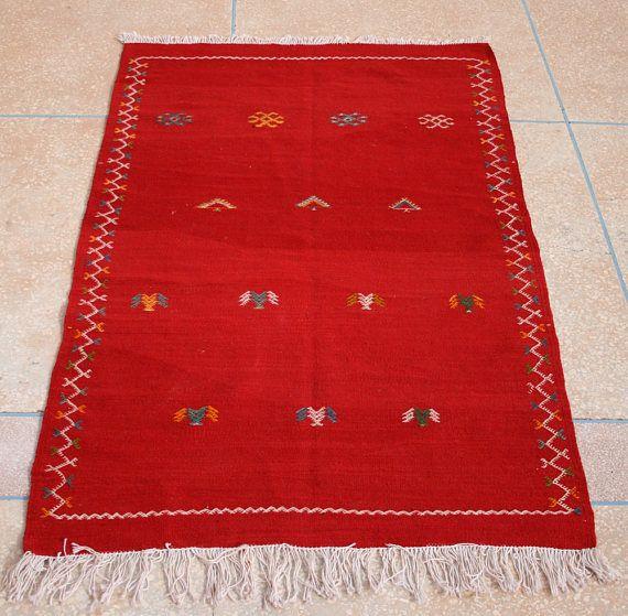 Roter Kelim Teppich, Bestickter Kelim Teppich, Teppich, Marokkanischer Teppich, Wandbehang, Kinderzimmer Deko, Kinderzimmer Teppich 1 x 150