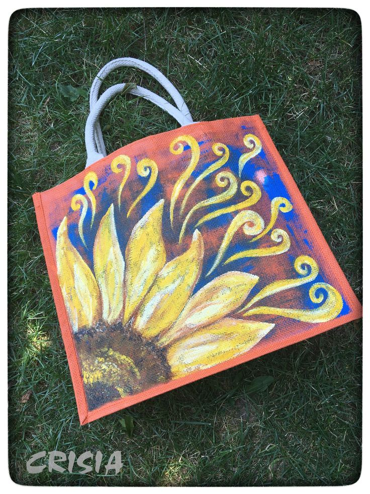 Hand painted jute bag (unique) Colors are non-toxic, resistant to light and washing, heat treated. Maintenance: -wash by hand in warm water (30 degrees) with a sponge, without squeezing or rubbing; -do not iron. #crisiabags #crisia_by_mb #handmade #handpaintedbags  #beachbags #jutebags #handmade
