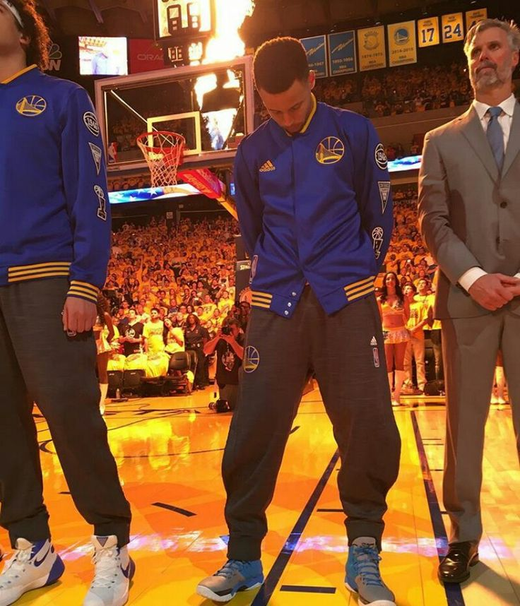 Stephen Curry praying to his Lord. I love seeing famous people praising God on the court or field.
