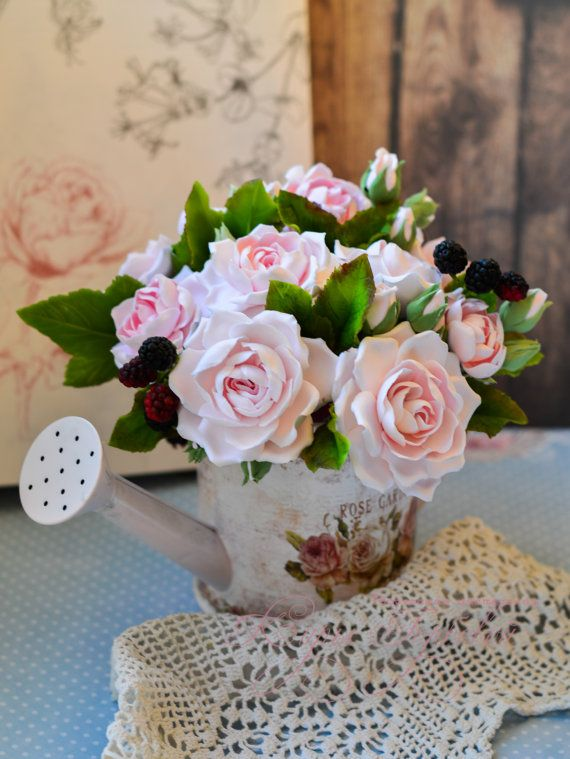 vintage watering can with flowers от kirianahandmade на Etsy