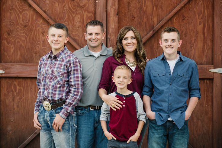 Jamie Tervort Photography   Marrott Family   Hobble Creek Canyon, Utah   Family Photography   Fall Family picture ideas   family of five poses   fall outfit colors   barn   Jolley Ranch