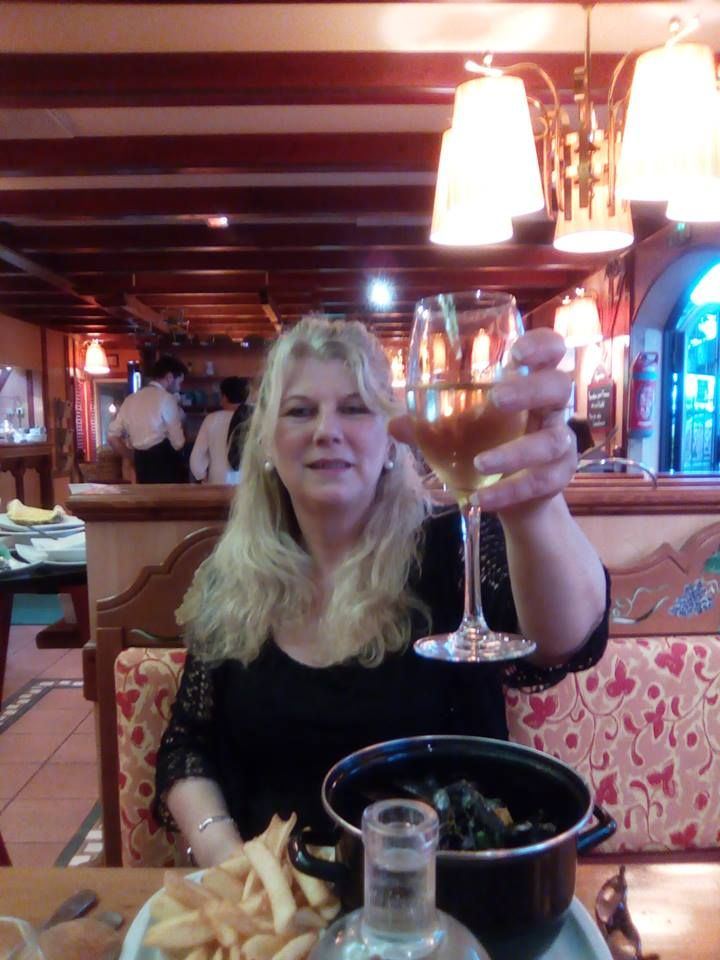 "I had a lovely meal ( Mussels and chips ) in the ""relais d'alsace ""  at Chasseneuil-du-Poitou.  Poitier"