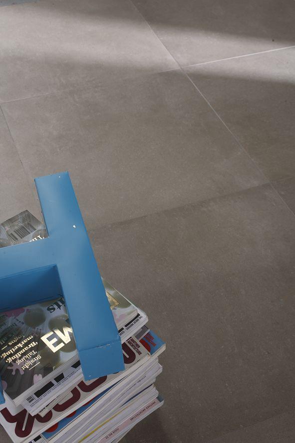 Flavikers urban concrete-serie kommer i alt fra duse grå til varme bruntoner! #concrete #betong #fliser #bruntoner
