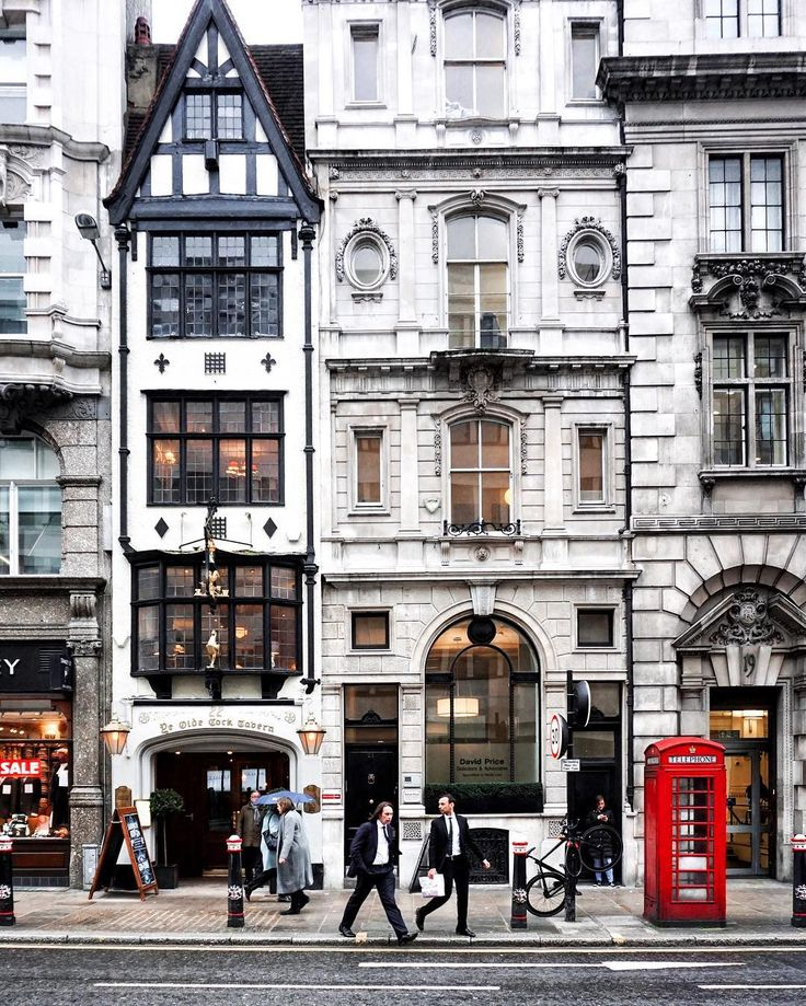 • London is... ...a busy day on Fleet Street... •