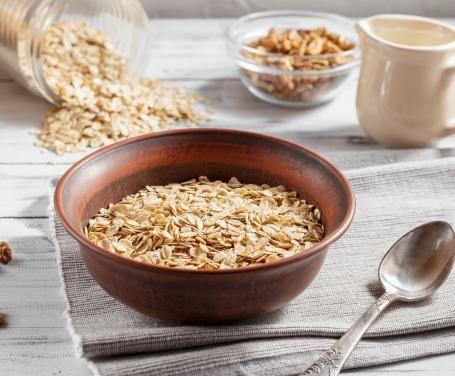 Il buongiorno si vede a colazione! Gustissimo, per gli amanti dell'alimentazione light, suggerisce un modo sano ed equilibrato per affrontare la mattinata, specialmente se prevede gran movimento. Avete mai provato un muesli ai fiocchi d'avena? Allora seguite la ricetta e da domani, già dalla prima colazione, avrete il sorriso … in bocca!