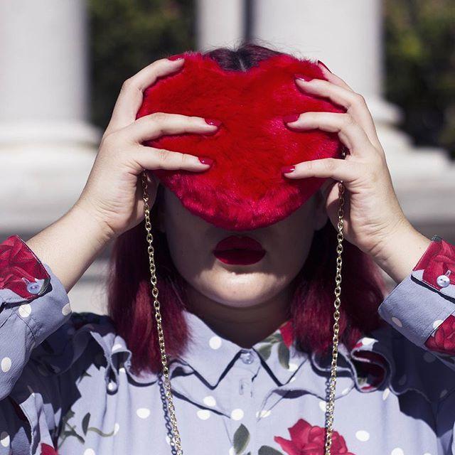 Colecciones como las de @gabrielle_mollybracken incluyen esta maravilla de accesorios y es imposible no enamorarse 💟💟💟  Fotografía: @izugadi .  .  .  #GabriellebyMollyBracken  #Gabrielleplussize   #LoveGabrielleStyle  #curvyblog #curvyblogger #curvyfashion #plussizefashionforwomen #plussizefashion #embraceyourcurves #EmpowerYourCurves #proud #biggirl