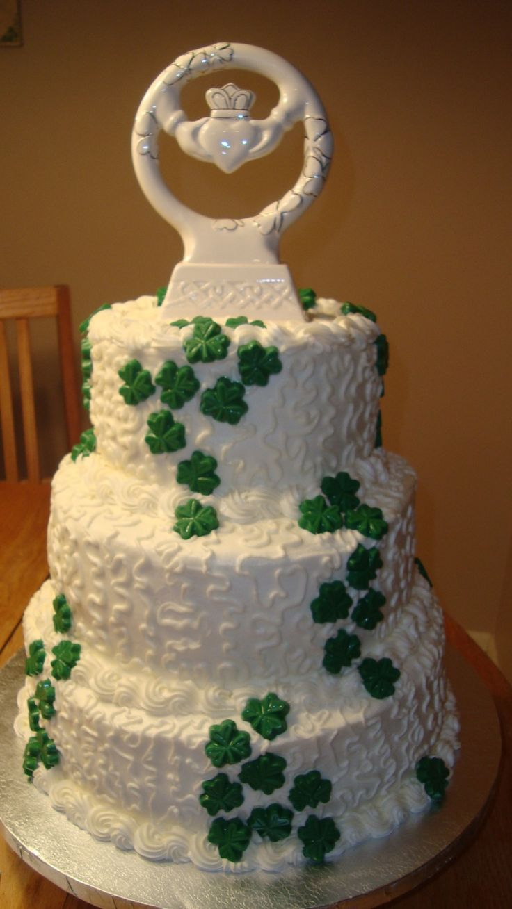 Gorgeous Irish Claddagh Wedding Cake