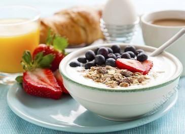 10 причин завтракать по утрам
