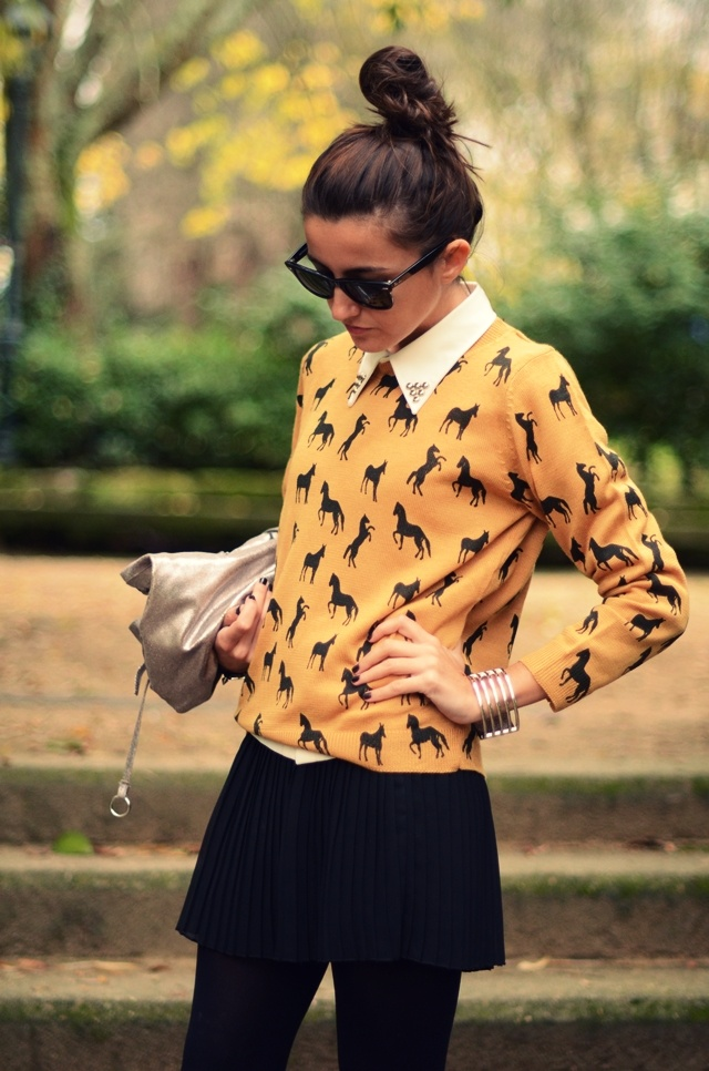 Pulli mit Pferdedruck, Hufeisen-Kragen #pferde #mode