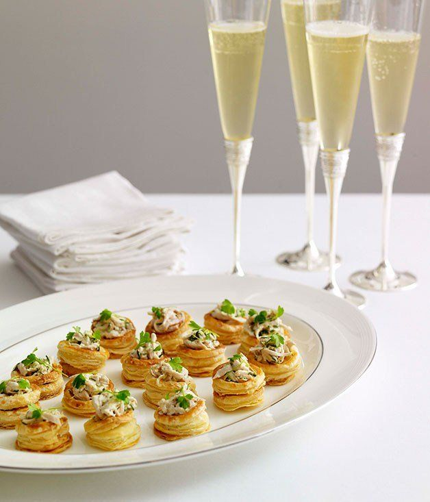 Champagne chicken vol au vents appetizers snacks for Puff pastry canape ideas