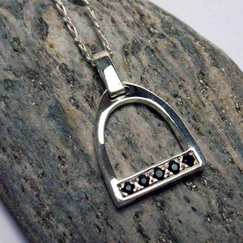 Silver Stirrup Pendant – Unio Goldsmith