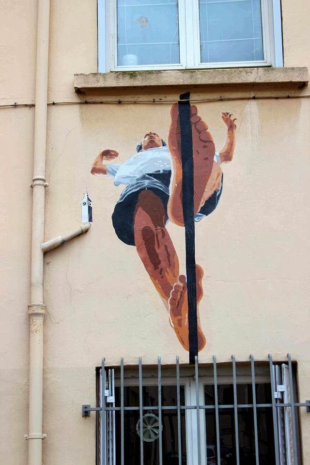 """Big Ben street art, """"Il funambolo"""" Lyon, France Just goes to show that perspective is everything."""
