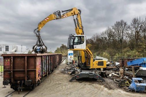 Liebherr - Material Handler, type LH 30 M, in action https://www.naritas.com.au/our-services/leasing/business-equipment/