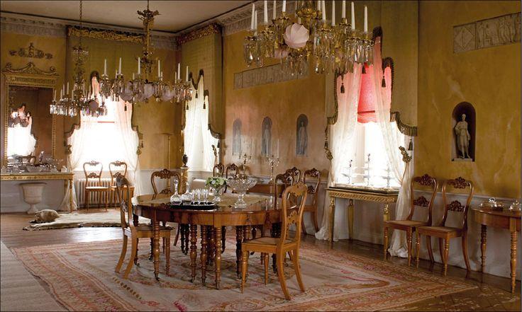 Stjernsunds slott. Den stiliga salongen med trompe l'oeil-målningar är idag…