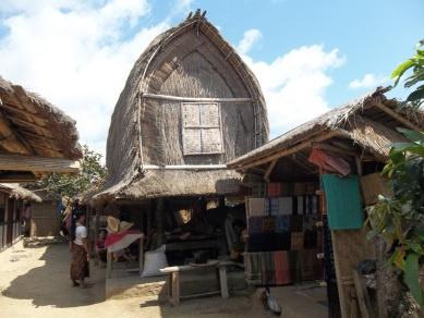 Lumbung Padi Tradisional Sasak di Desa Sade
