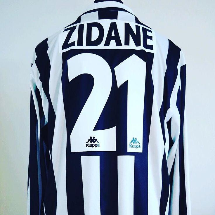 1996-97 Juventus Home Football Shirt Adult XL ZIDANE #21 L/S  - beautiful shirt in our shop #Juventus #forzajuve #kappa #zidane #zizou #seriea #classicfootball #vintagefootball #juve #football #footballshirt #footballshirtcollective