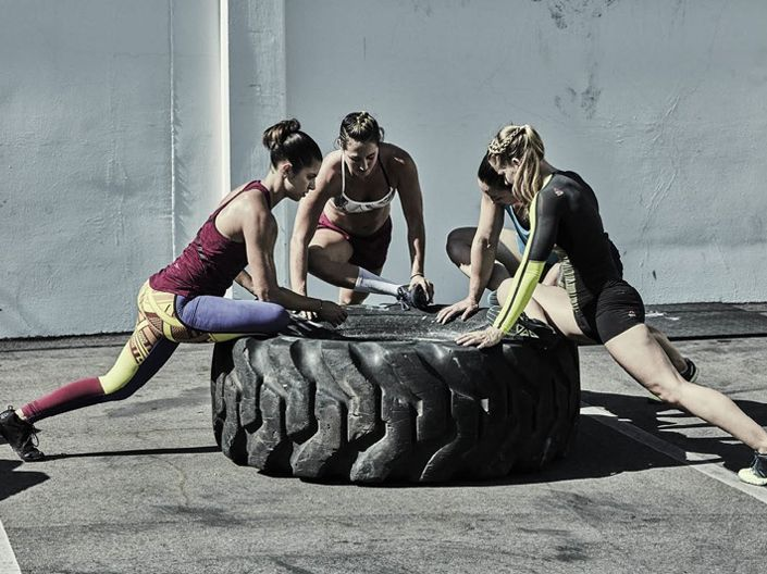 Es mucho más fácil superar un entrenamiento agotador cuando estás rodeada de amigos con determinación. ¡Etiqueta a tu equipo de entrenamiento! #BetterTogether #CrossFit #FitFriends #CrossFitLife #TeamWork #MakesTheDreamWork