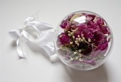 Preserving wedding bouquet is an easy process that can be done quickly and effortlessly, like hanging it or using a vase. Learn the process to preserve wedding bouquets here.