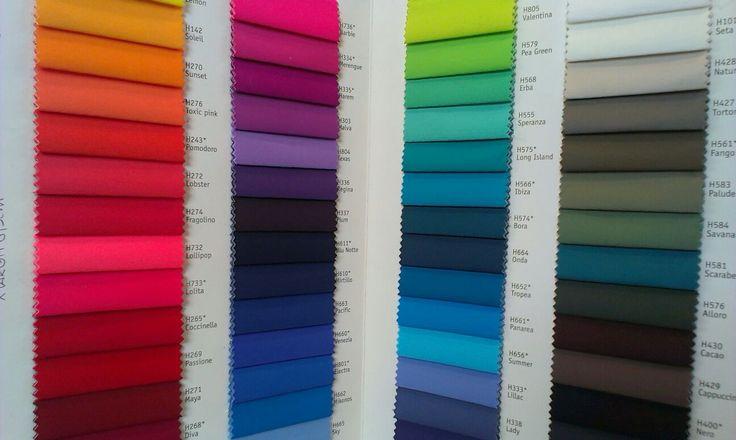Cartella colori per tessuti di costumi da bagno Centro campionari ha una grande esperienza nella lavorazione di tessuti tecnici e tessuti elastici.