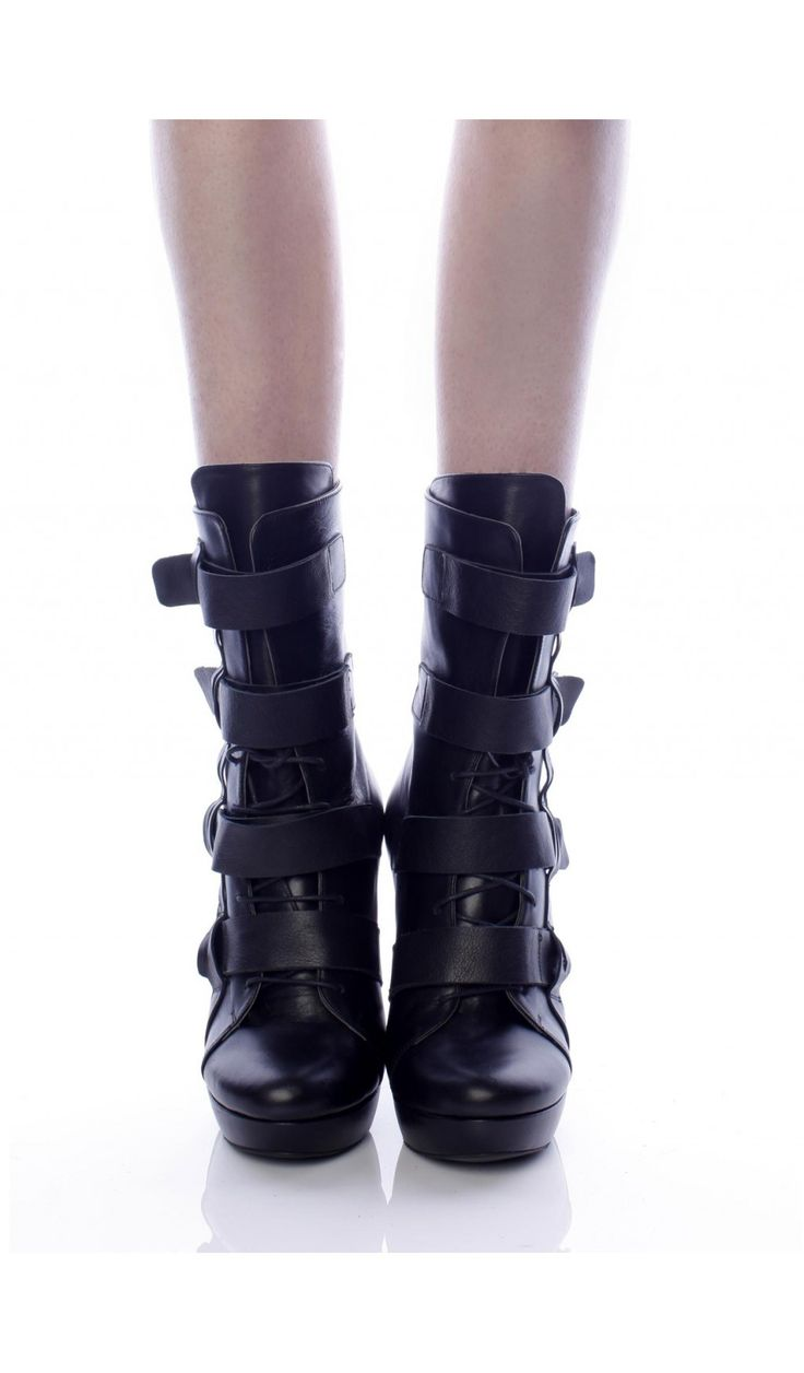 SEPALA - Botine negre cu tocul gros  SEPALA - Botine negre din piele  #botine #boots #moja #sepala #leatherboots