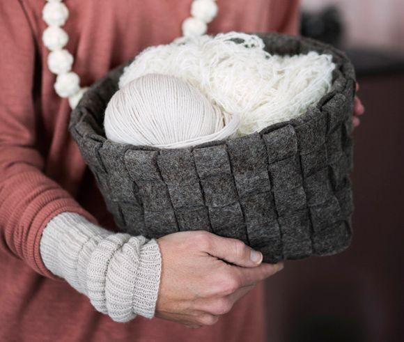 Kotiliesi 3/13. Punottu huopakori. Felt basket by Silja Palviainen for Lankava Oy. http://www.lankava.fi/WebRoot/esito/Shops/esito/MediaGallery/OHJEET/Huopakorit.pdf