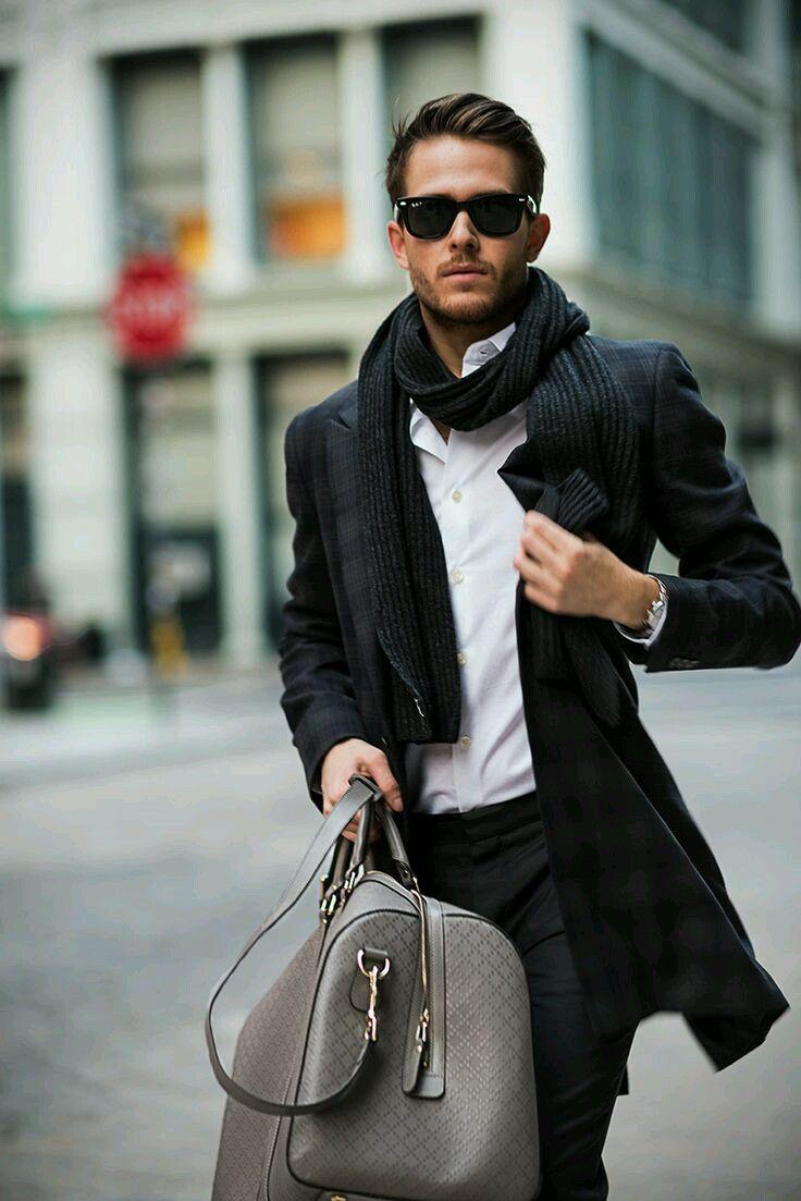Auch unterwegs zu Meetings kann man gut aussehen! Kombinierbar mit: https://www.amazon.de/dp/B01KA7SQQM/