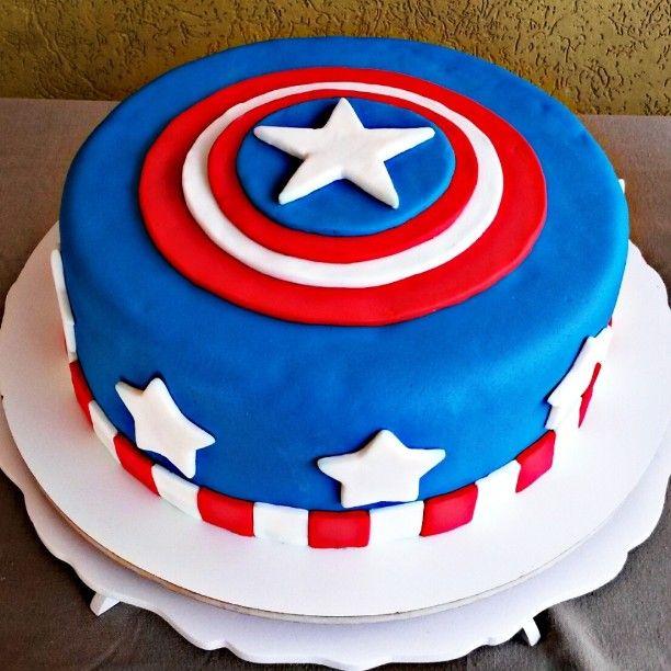 Bolo do Capitão América lindo feito pra festa do Davi  #bolo #pastaamericana #bolocenografico #Capitãoamérica #vingadores #superherois #aniversário #festa #confeitaria #inlove #meldoce #artenasmaos #vemdemeldoce