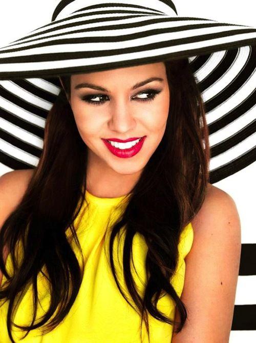 Kourtney Kardashian - pop of colour with stripes