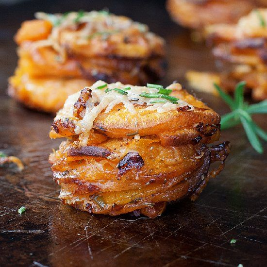 Rosemary Sweet Potato Stackers - every little slice of potato is cooked to perfection in a muffin pan!