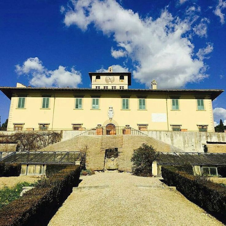 "Villa medicea ""La Petraia""  at Castello Florence #wonderful #florence #sun #sunnyday #sky #Tuscany #Italy #Firenze #Toskania #sunrise #villa #villadellapetraia #beautiful #weather #warm #sunny #underthetuscansun #goodtime #views #spring # Photo credit: @martucha_be"