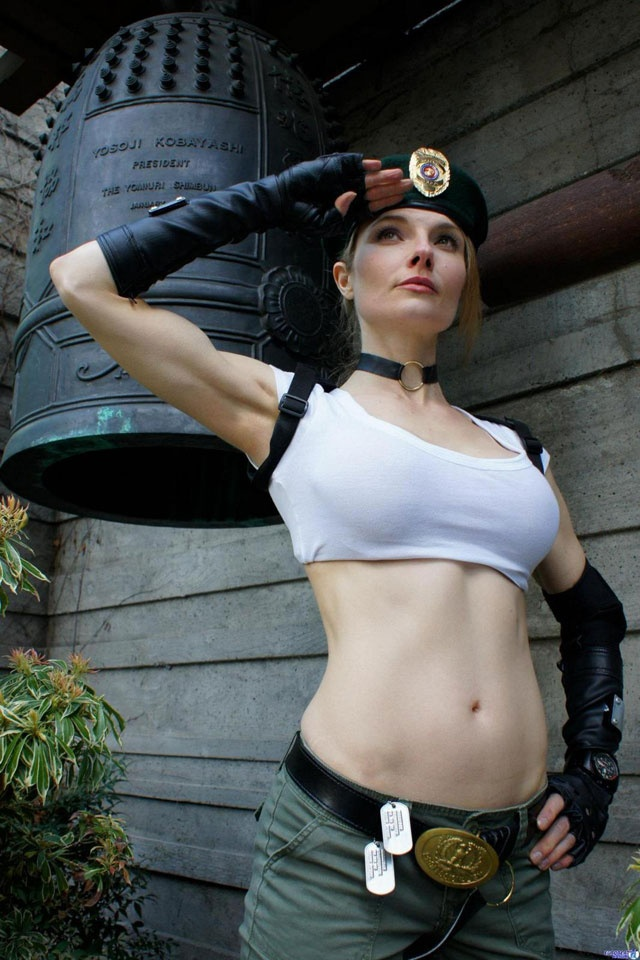 Character: Sonya Blade / From: Midway Games 'Mortal Kombat: Deadly Alliance' / Cosplayer: Unknown