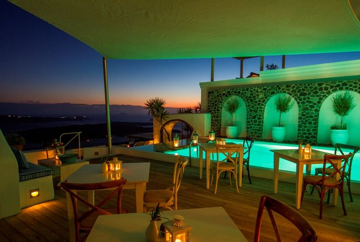 End a timeless day at Iconic Santorini with cocktails around our captivating pool...