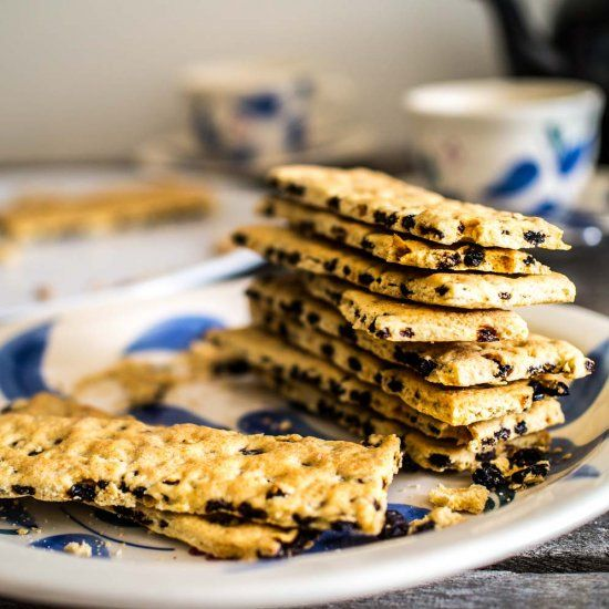 A classic British biscuit (cookie) made with currants sandwiched between not-too-sweet crunchy biscuit! [Vegan]